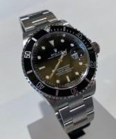 Rolex Submariner no holes 16610